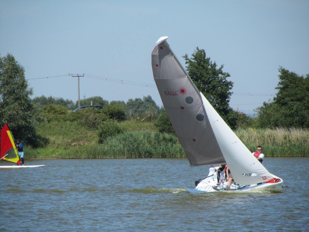 laser bahia leaning in strong winds