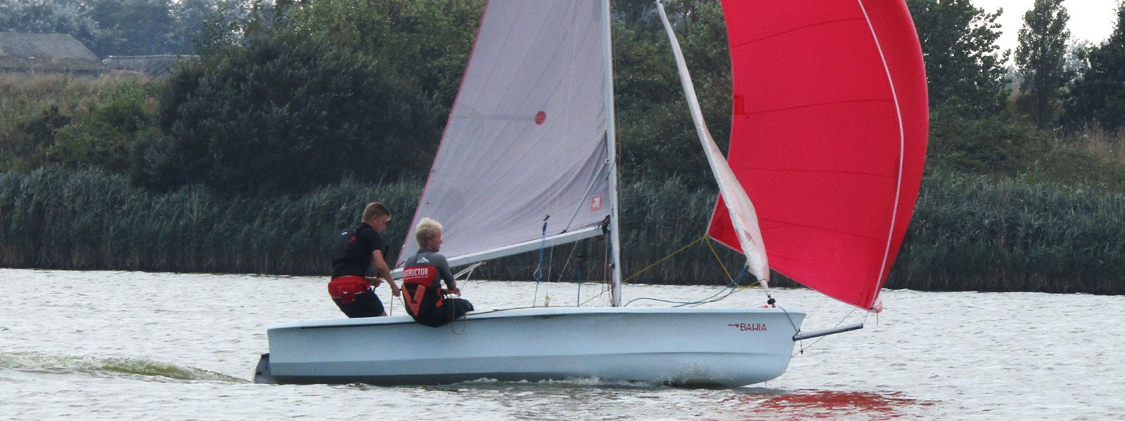 dinghy sailing lessons at rye watersports east sussex